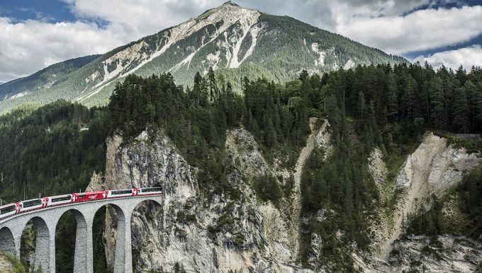 Glacier Express durch die Schweiz